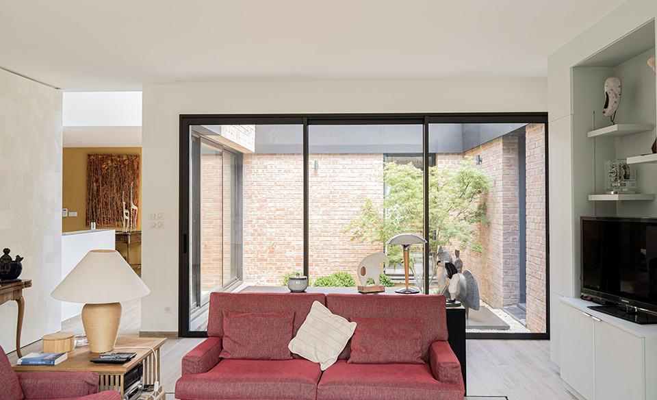 patio maison cubique en briques
